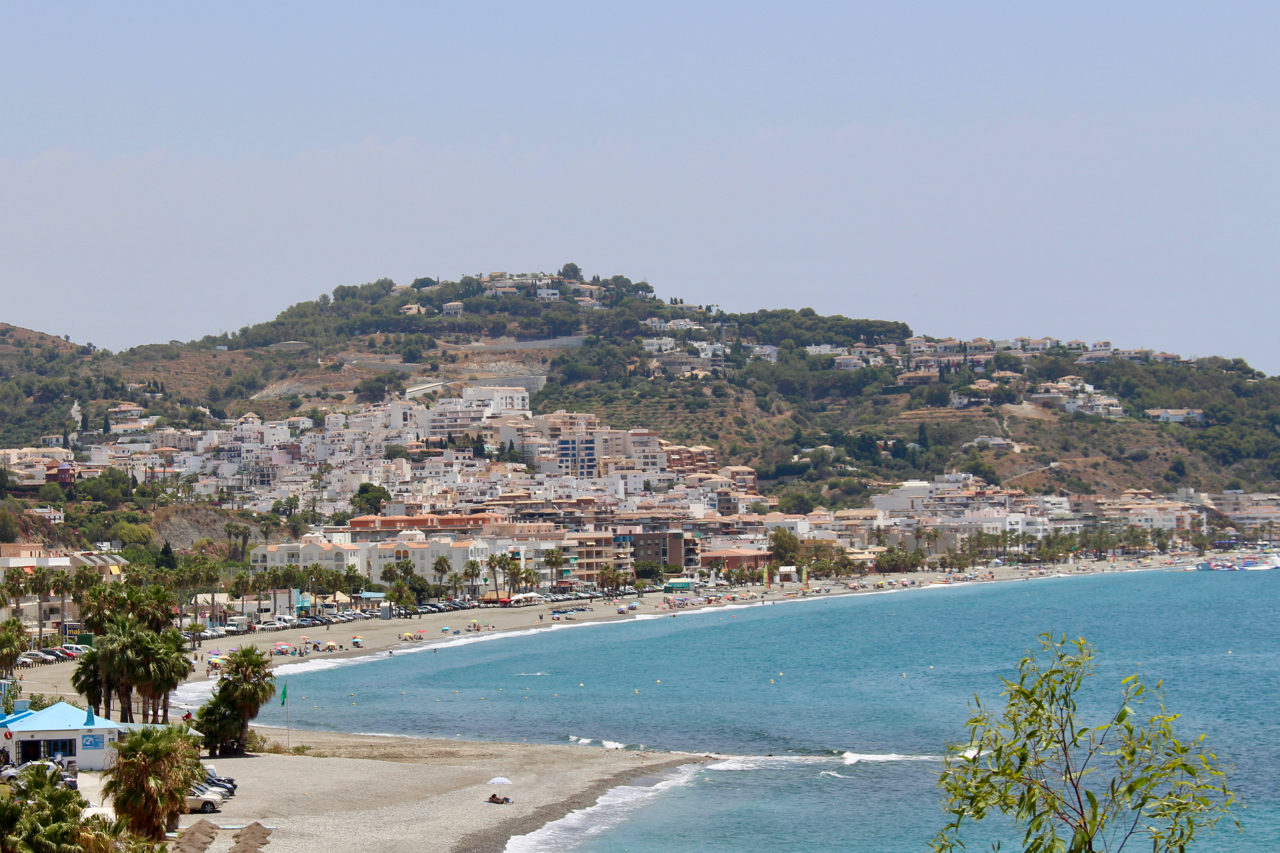 Der Strand Playa La Herradura an der Costa Tropical